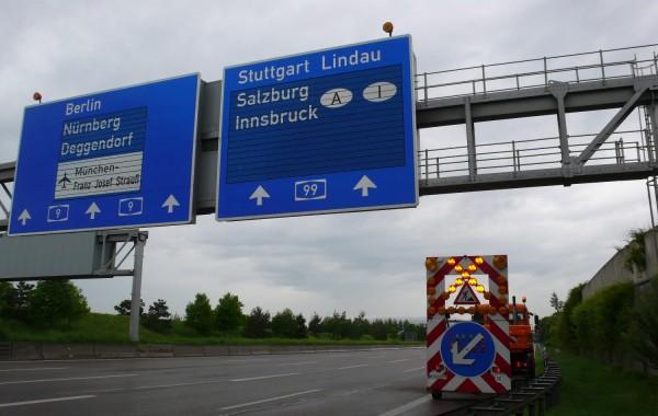 Verkehrszeichenbrücken A9